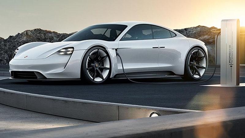 Porsche srebrni Taycan