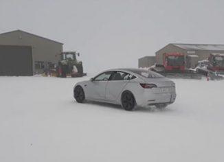 Tesla Model 3 vožnja pozimi